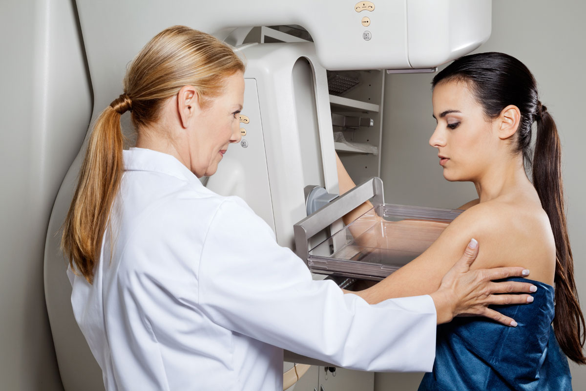 doctor-mammogram-screening