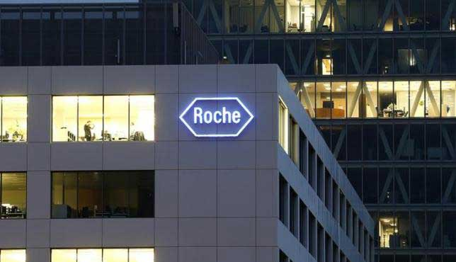The logo of Swiss pharmaceutical company Roche is seen at a plant in the central Swiss village of Rotkreuz in this November 6, 2013 file photo. REUTERS/ARND WIEGMANN
