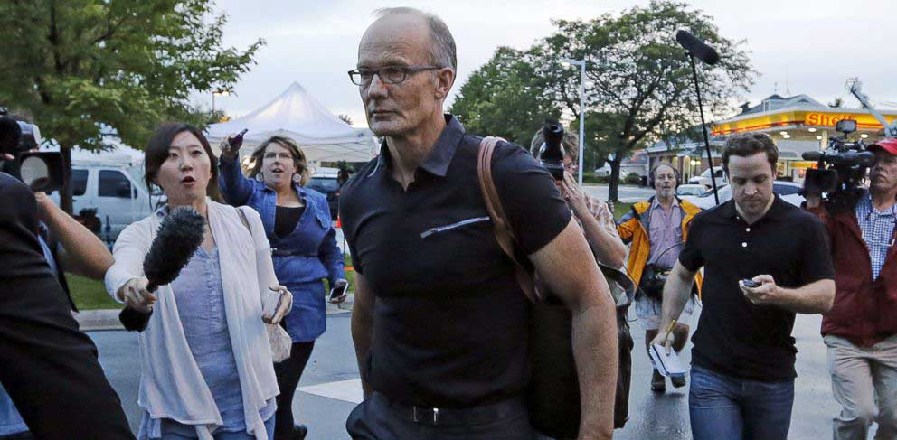Walter Palmer arrives at the River Bluff Dental clinic in Bloomington, Minn. Photo: Eric Miller/REUTERS