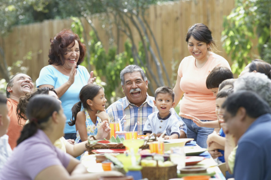 People who are extremely close to family members have a 6 percent risk of mortality after retirement. Photo credit: Outlook