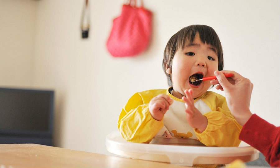 It was discovered that feeding babies with eggs or peanuts during the first months lowers risk of developing egg or peanut allergies. Photo credit: Make Me Feed
