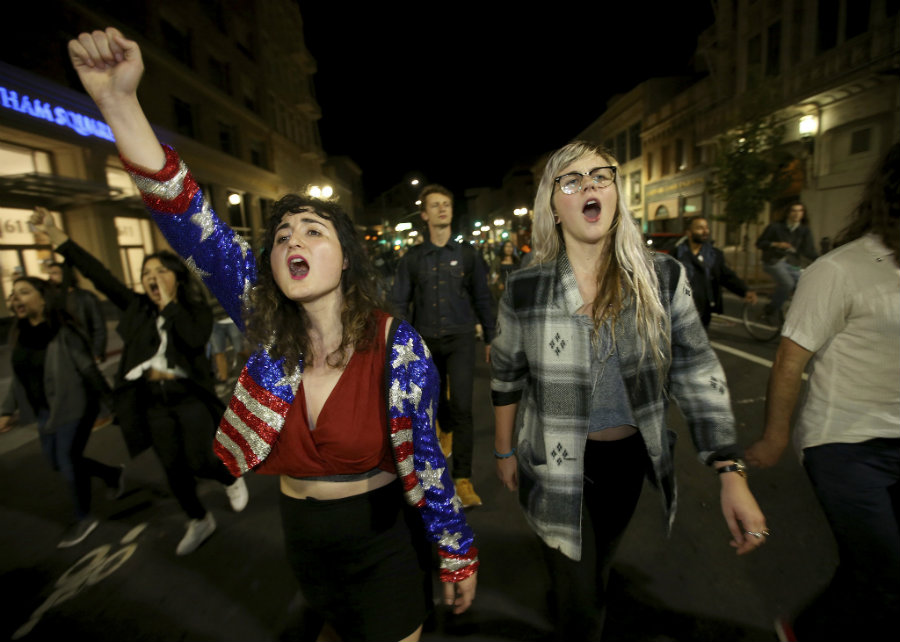 Anti-Trump protesters took the streets in Berkley and Oakland. Photo credit: Jane Tyska / Bay Area News Group / AP / Syracuse