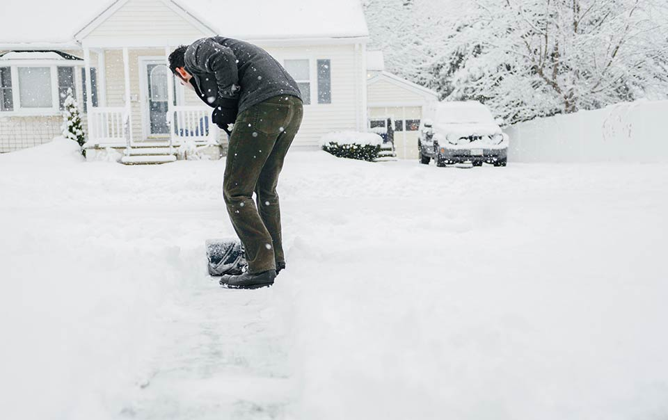 Shovelling snow 'increases heart attack risk'