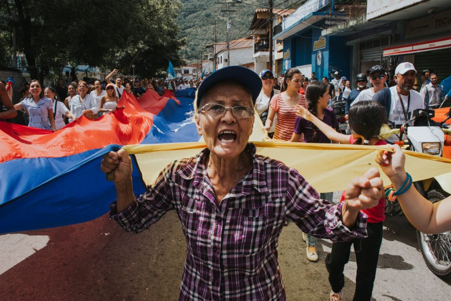 Yesterday, candidate for the Constituent Assembly Ricardo Molina, even said that seniors who vote in the plebiscite could lose their retirement pension. Image credit: María Cecilia Peña, Pulse Headlines