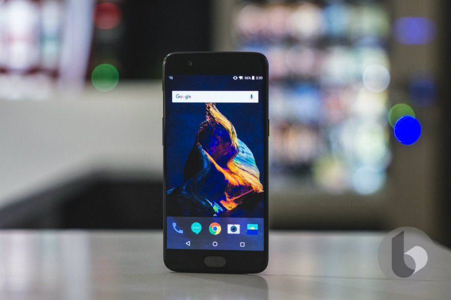 The OnePlus 5 has a serious screen issue that OnePlus calls 'natural'