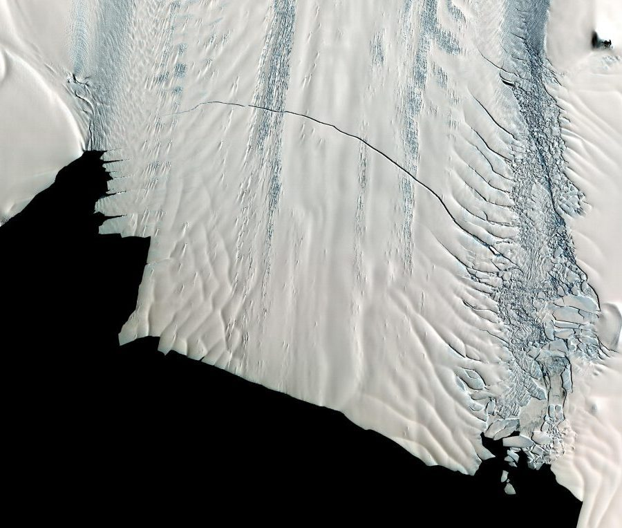 Large Iceberg Detached From an Antarctic Glacier
