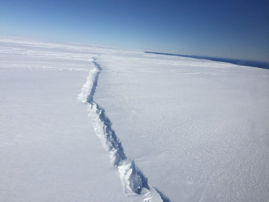 From Antarctica broke off a giant iceberg