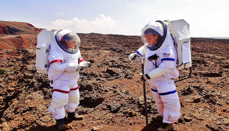 Crewmembers Anne Caraccio and Tiffany Swarmer during the experiment at HI-SEAS. Image Credit: Space Safety Magazine