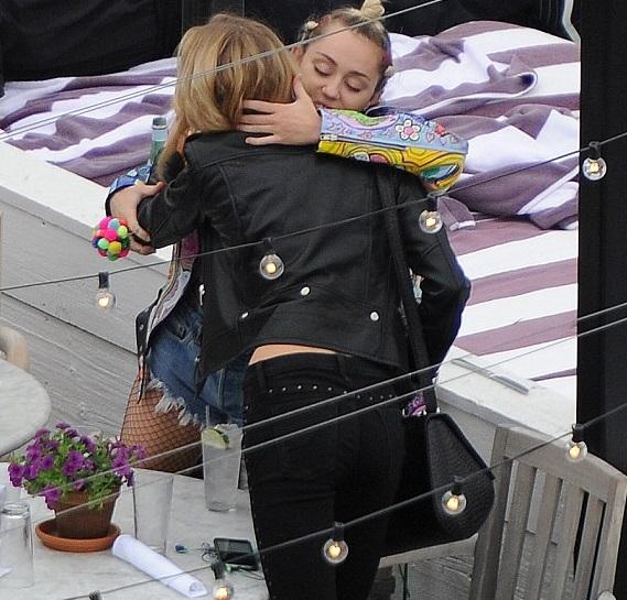 Miley Cyrus dating Victoria's Secret model Stella Maxwell