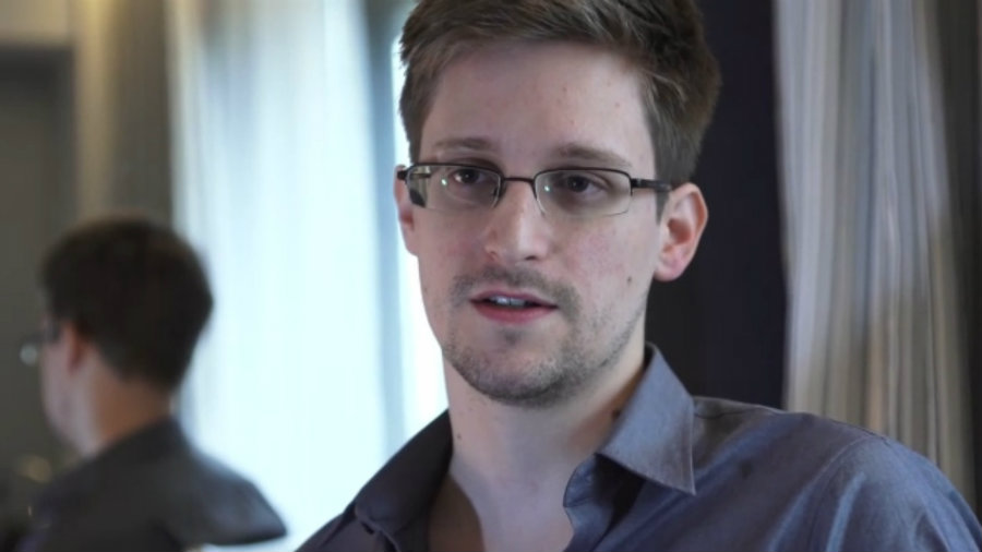"""According to Snowden, """"one good journalist in the right place at the right time can change history […] this makes them a target, and increasingly tools of their trade are being used against them"""". Image Credit: Eteknix"""