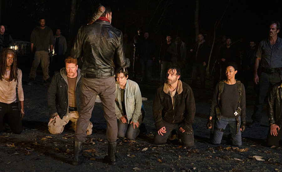 With Negan's victim still unrevealed, The Walking Dead season 7 first trailer has been unveiled Friday at Comic-Con, and still not revealing anything. Photo credit: Movie Pilot