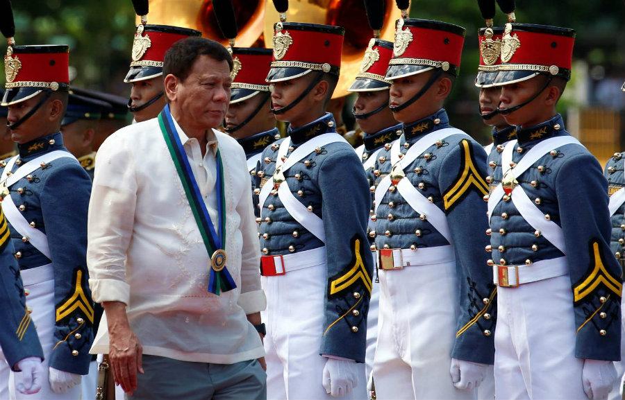 But Duterte's erratic behavior due to criticism against his campaign started last week against Senator de Lima.