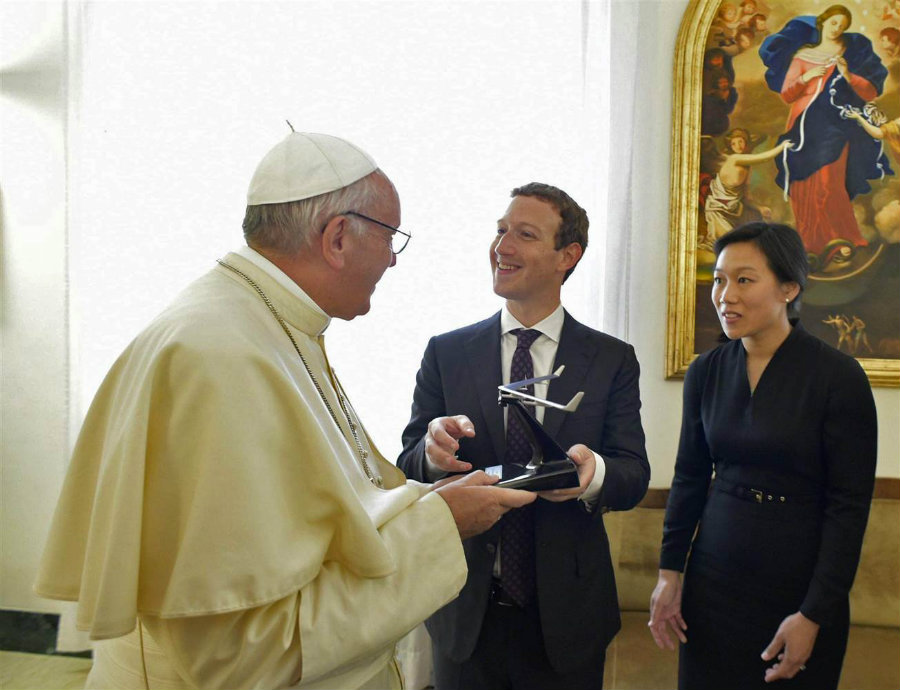 Zuckerberg and the Pope talked about how to use communications technology to help reducing poverty and encourage a culture of encounter. Photo credit: L'Osservatore Romano / EPA / NBC News