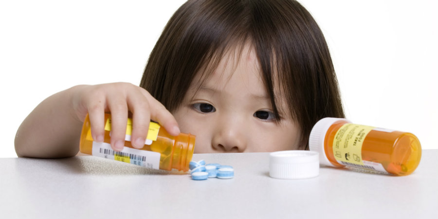 Of 13,052 children hospitalized for poisonings from opioid prescriptions, 176 died. Photo credit: The Huffington Post Canada