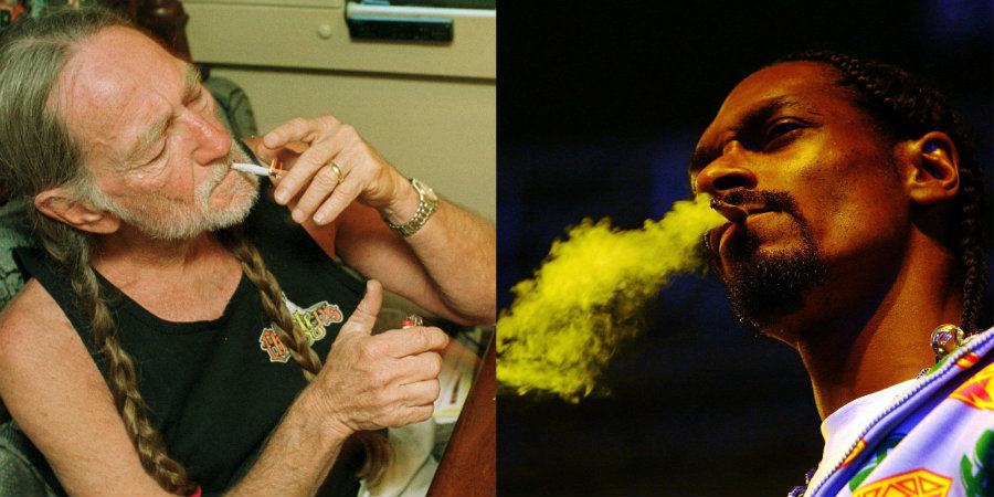Snoop Dogg gave Willie Nelson a friendly marijuana-themed sweater ...