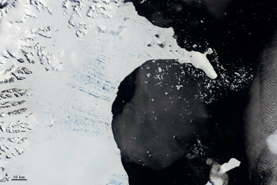 Collapse of the Larsen B Ice Shelf. Image credit: NASA Earth Observatory