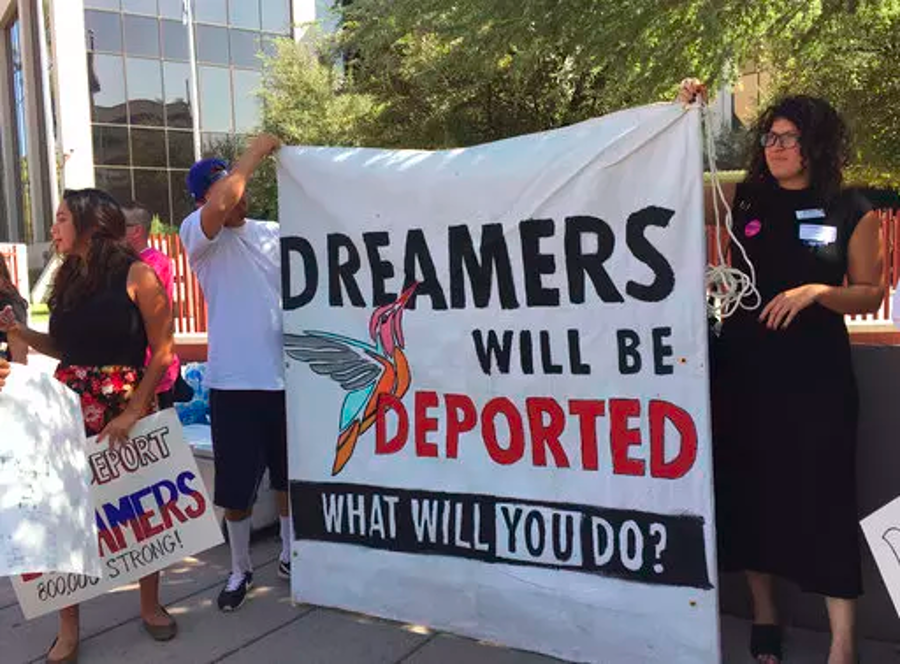 Pro-DREAM Act protesters in Arizona. Image Credit: Mundo Hispanico