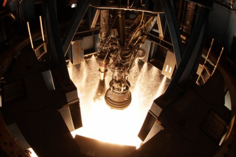 SpaceX Rocket Engine Explodes During Test