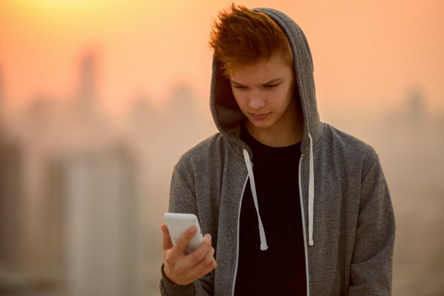 Sexting among teenagers, Adolescents sending and receiving photos with sexual material