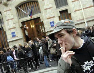 Tobacco, France, Smoking cigarettes